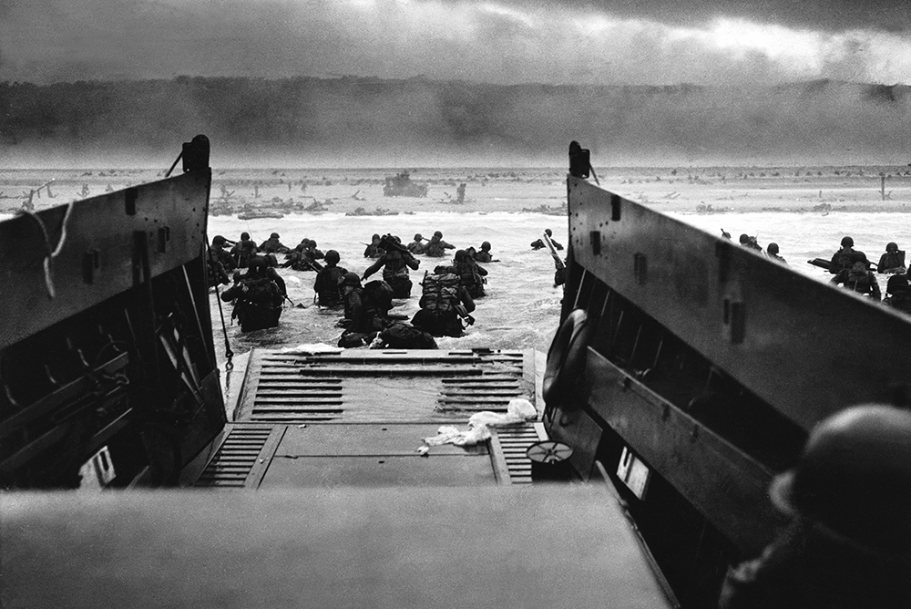 American troops land on Omaha Beach, 1944.